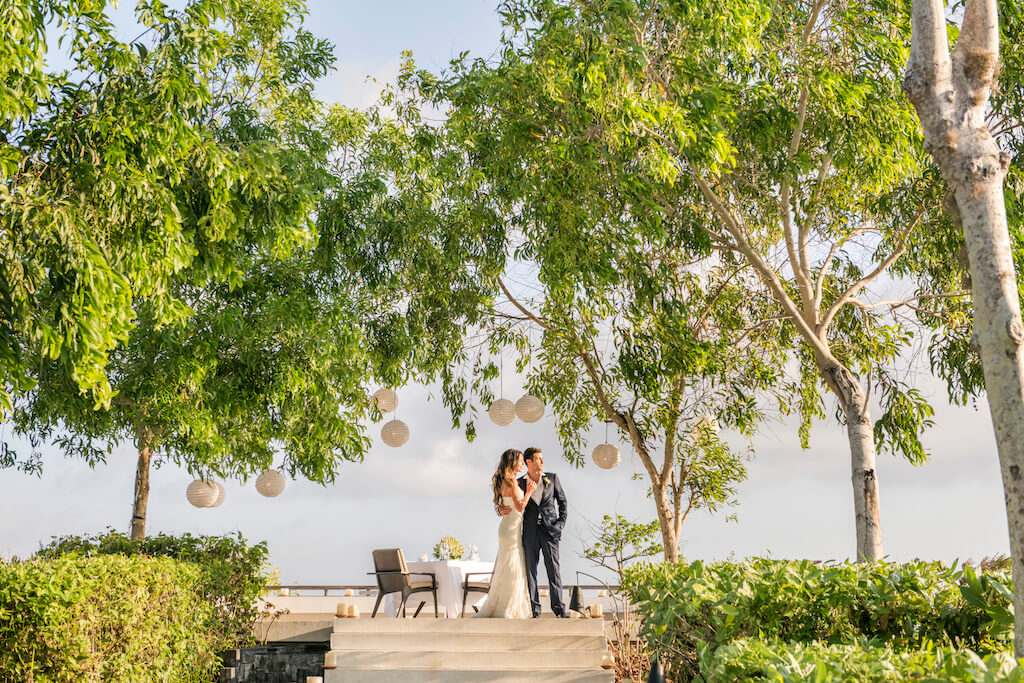 Alila Villas Uluwatu Hilltop Wedding Venue - Couple
