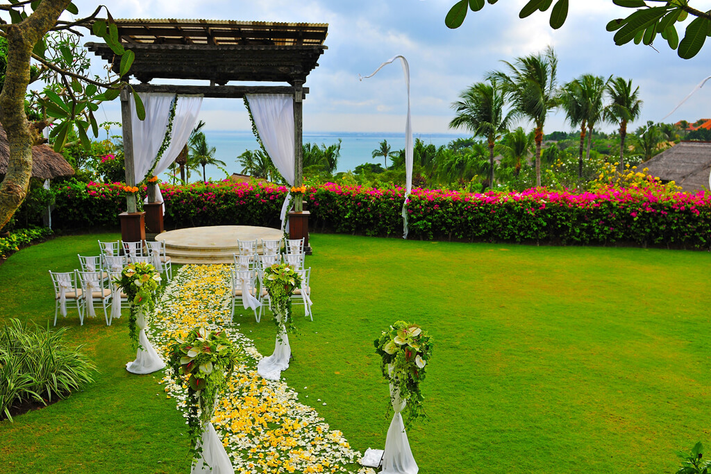 Ayana Asmara Wedding Flower Facing Ocean